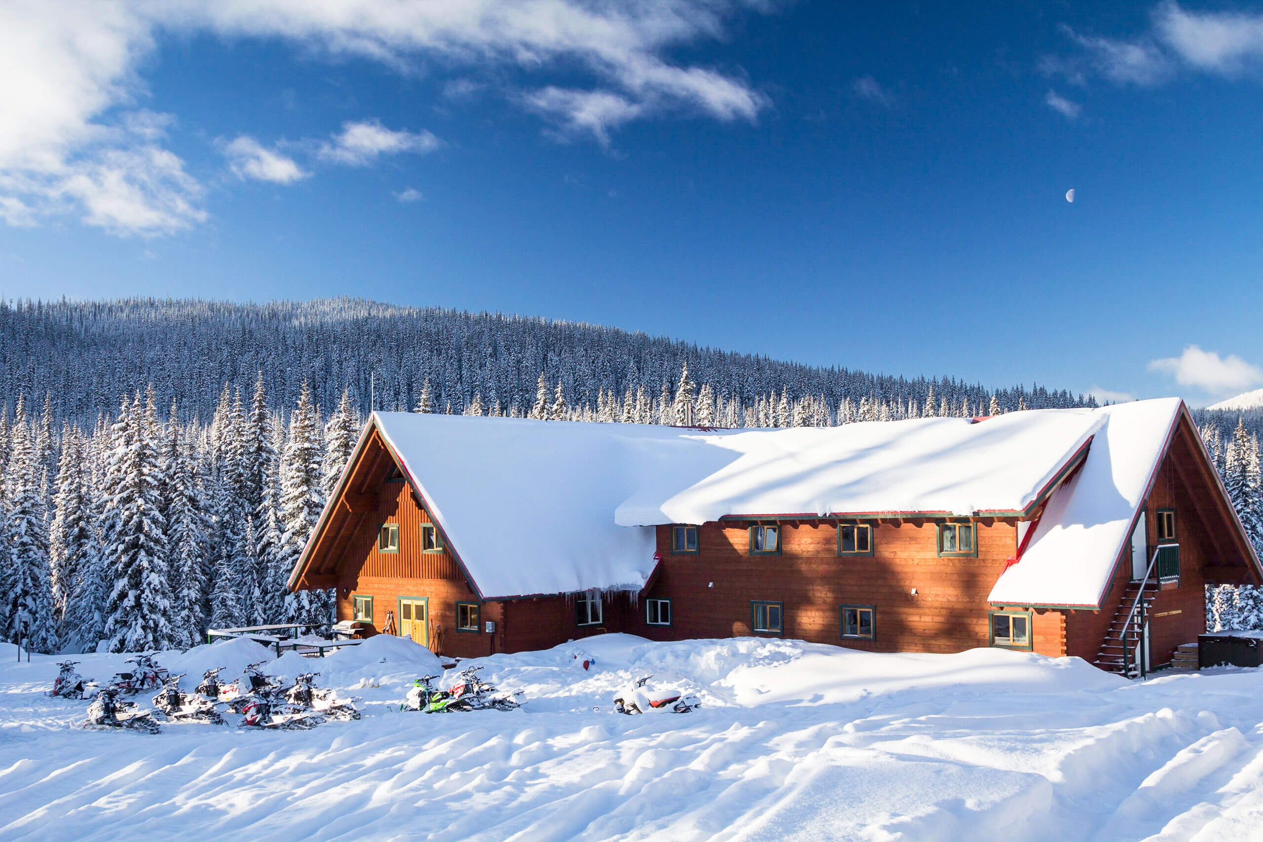 Grizzly-Lodge-snowmobile-accommodation