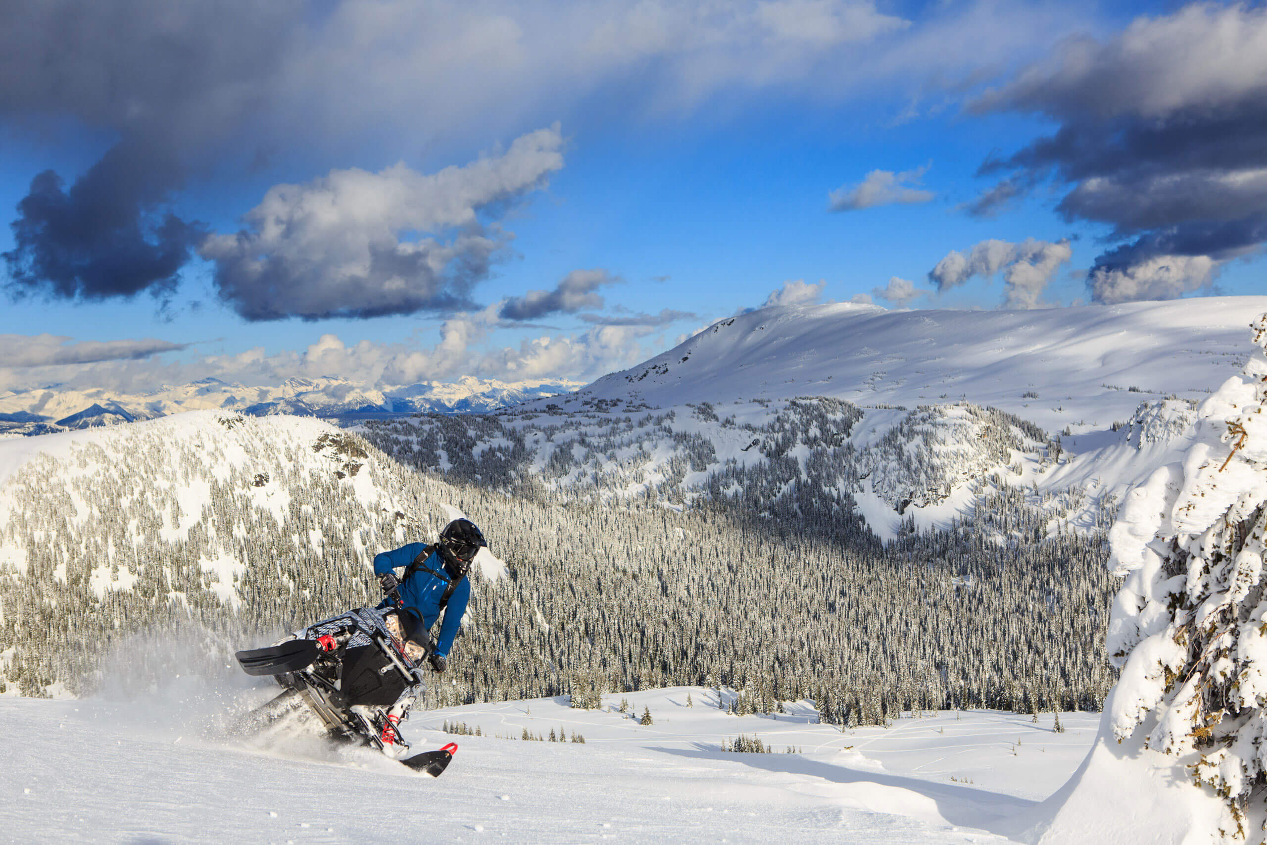 Pukeashun-mountain-snowmobiling-AJT