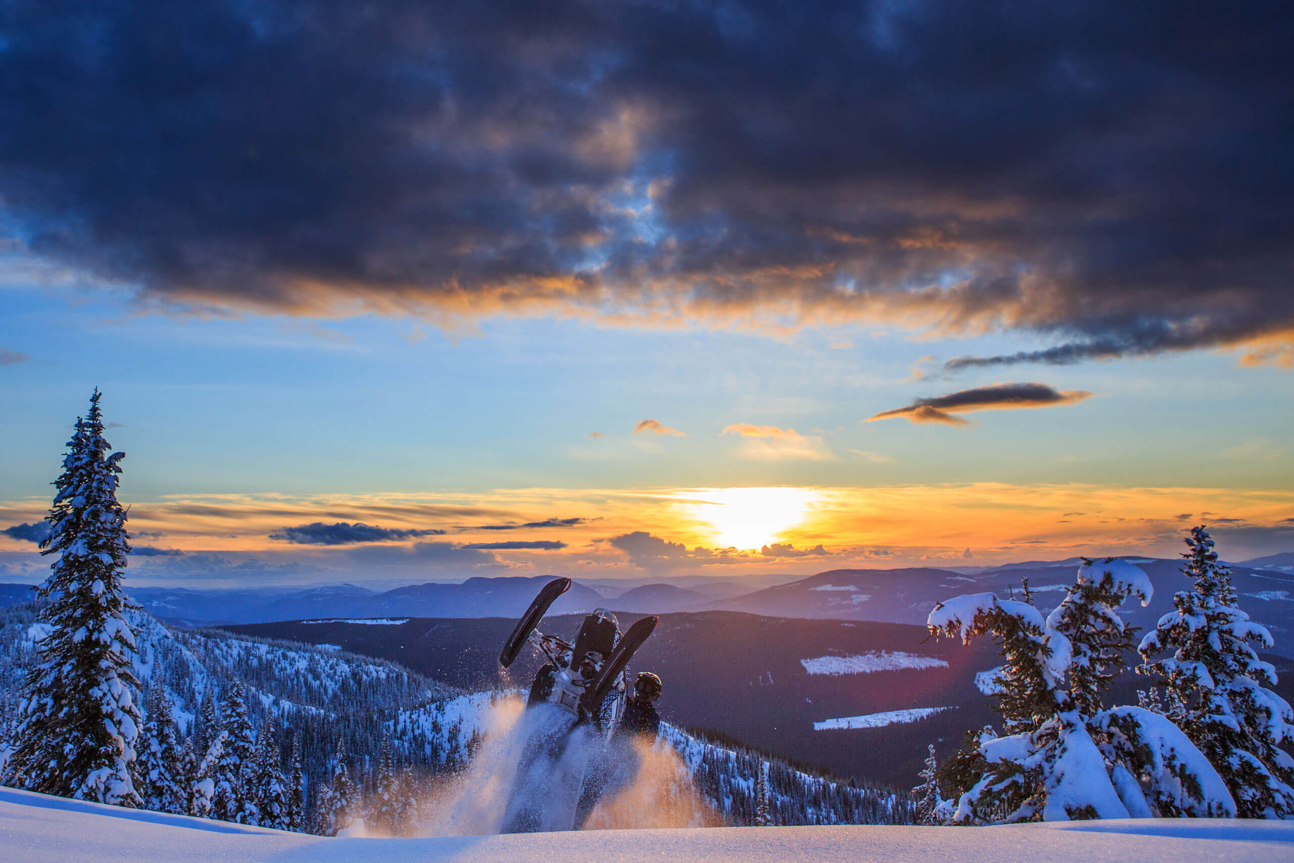 Sunset-snowmobiling-Grizzly-Lodge